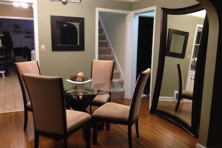 Cozy room in charming neighborhood - Minneapolis