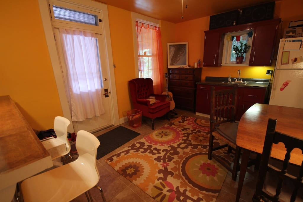 Studio Apartment With Yard In Downtown Lancaster Flats For Rent In Lancaster Pennsylvania