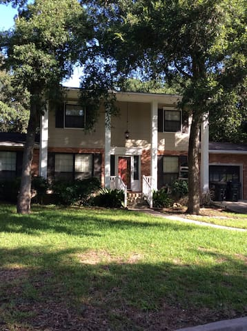 Lovely Home on luscious 1/2 acre SXSW available!