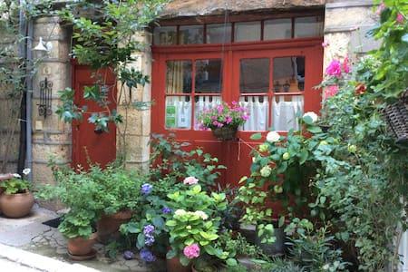 Romantisch dorpshuis Bargemon - Bargemon - Bed & Breakfast