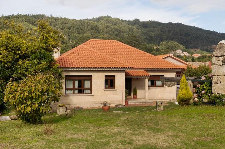 Casa rural A Regueira, campo y playa