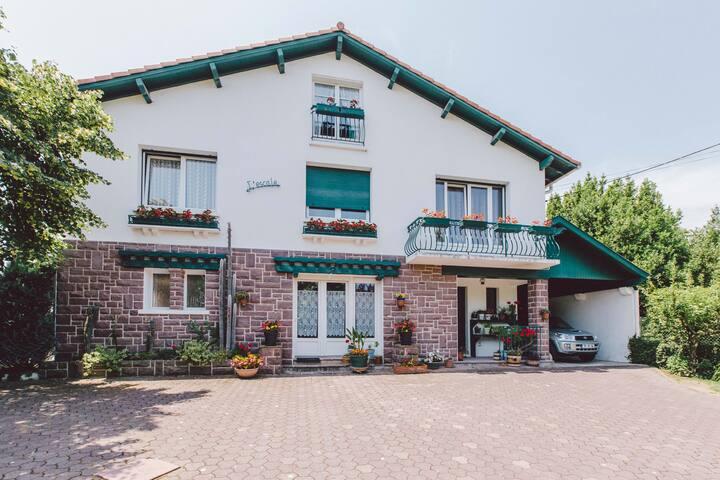 Bel et grand appartement dans Maison Basque