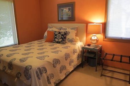 Comfy Appleton home - Queen bed, private bath - Appleton - Hus