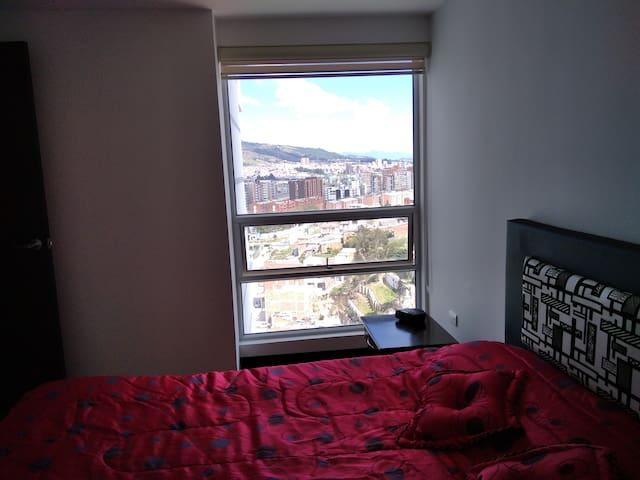 Habitación Principal, cómoda cama doble, baño privado, vestier.