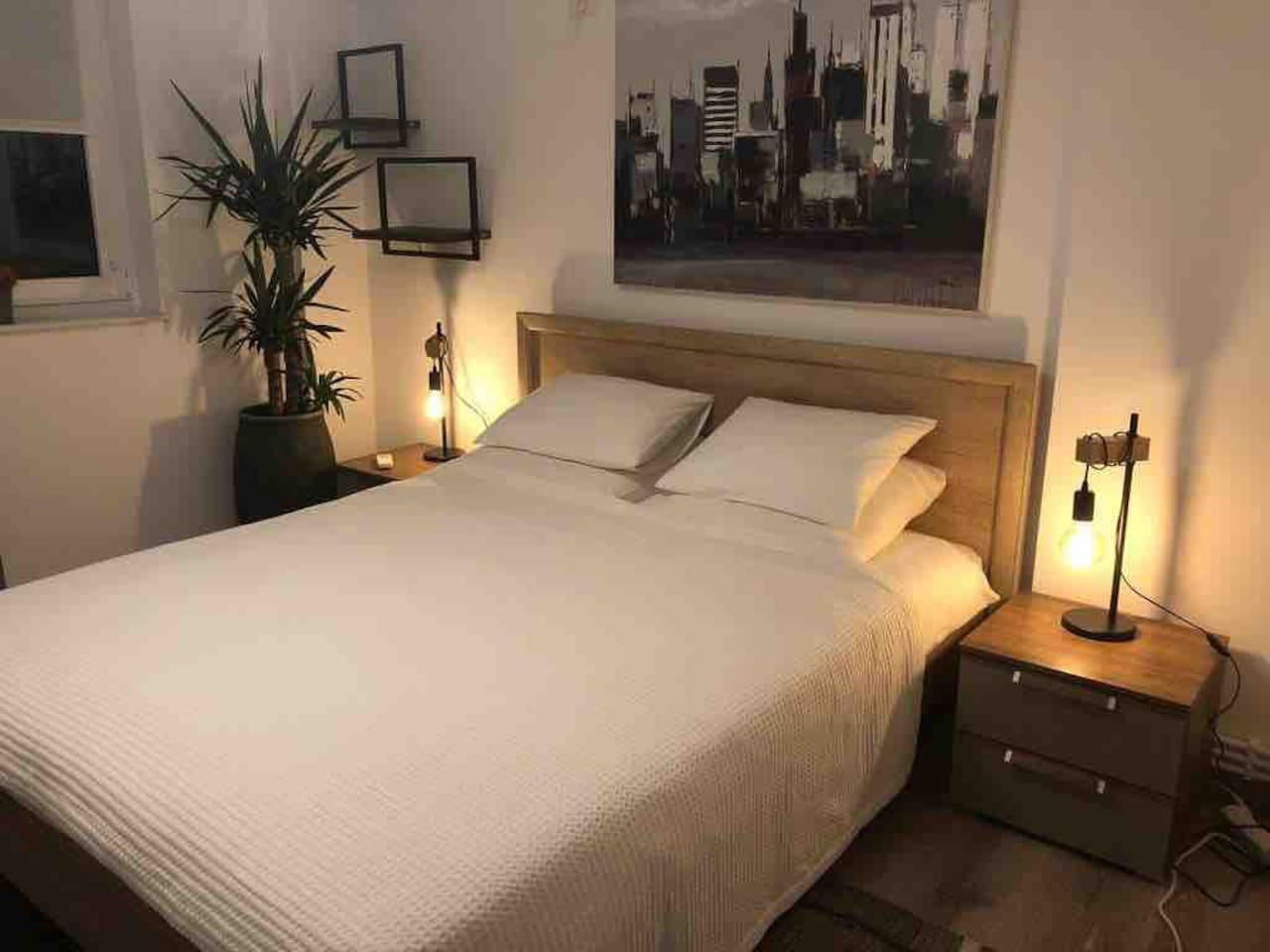 The main bedroom comes with a 160 cm x 200 cm queen bed and air conditioning.
