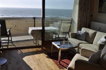 Superior apartment in 1. sea line - Oostende