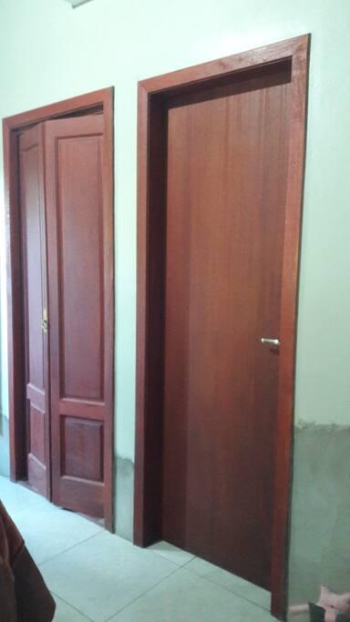 Portas de entrada banheiro e closet dentro do quarto  (suíte)