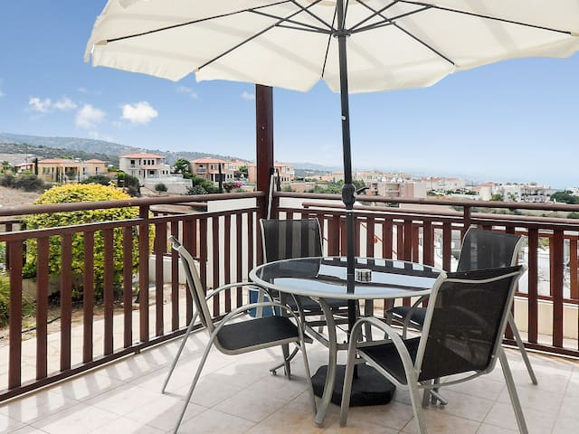 Modern apartment w/ terrace & pool - Peyia - Appartement