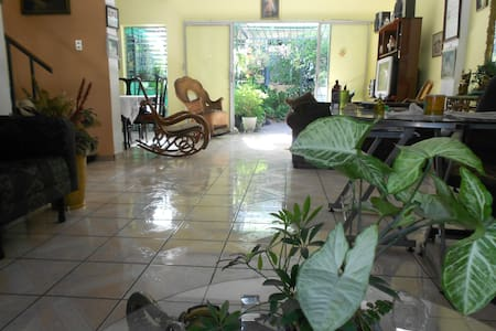 Beautiful House Near Downtown  - Sant Salvador - Casa