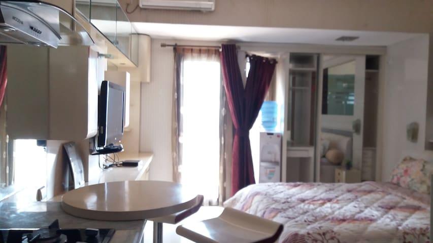 Cozy Studio Apartment in the Heart of Jakarta