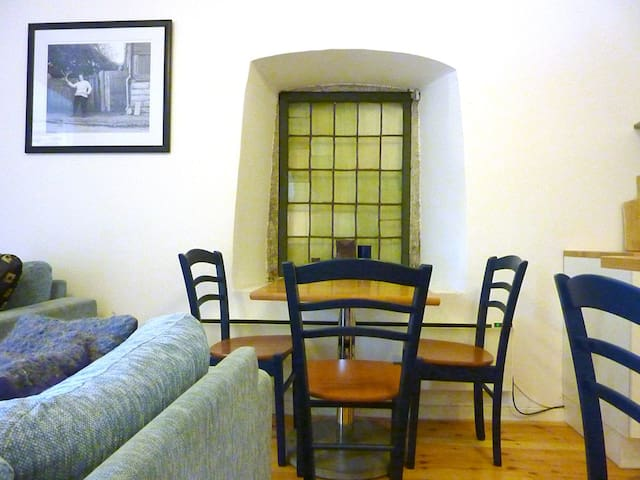 Spacious Medieval 2BD in Tallinn Old Town - Tallinn - Apartment