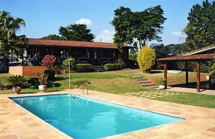 Casa de Campo/sítio em Atibaia com Wi-Fi 200 megas