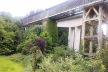 Vista del antiguo viaducto desde la terraza.