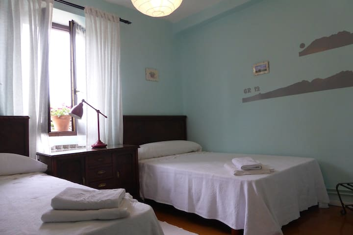 Habitación doble muy bien ubicada. - Ormaiztegi - Bed & Breakfast
