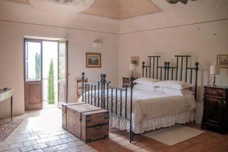 16th Century house-The Balcony Room - Fagnano Alto - Castle