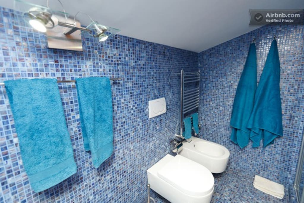 BLUE ROOM BATHROOM