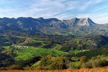 Montes de Aralar (45 min).