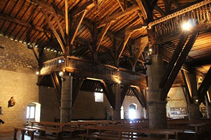 Ermita Barroca de La Antigua en Zumarraga (10 min).