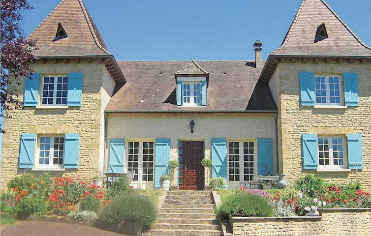 Holiday cottage with 6 bedrooms on 203 m² in St Rabier-Montignac