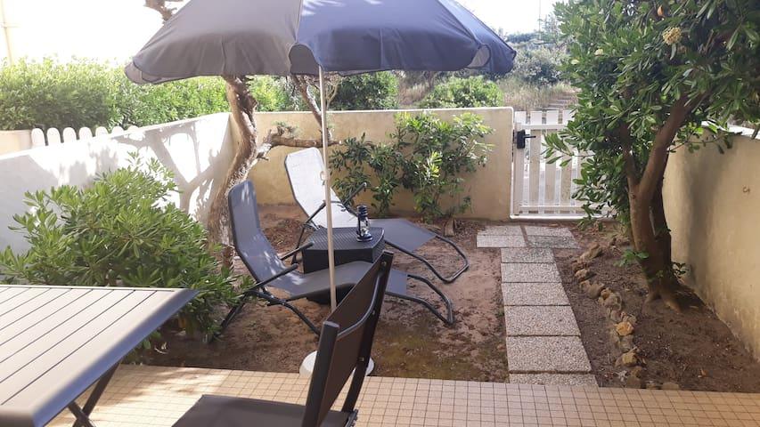 Transats, parasol à disposition