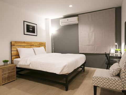 Sleeping Well (Deluxe Room with Private Bathroom)