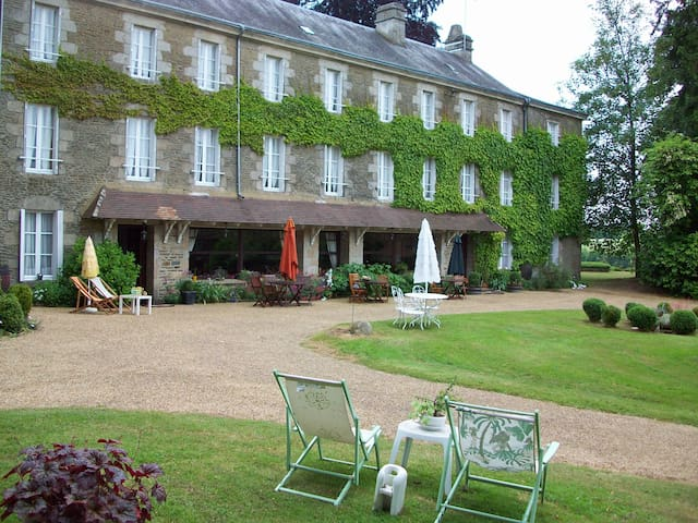 Manoir la Faïencerie - Saint-Denis-sur-Sarthon - Bed & Breakfast