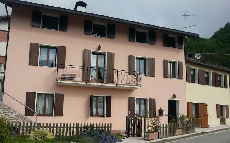 Casa San Martino, Mellame-Arsié, BL, Piano 1° e 2° - Mellame -Arsié - Departamento
