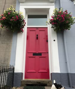 Private rooms in family home - Swansea