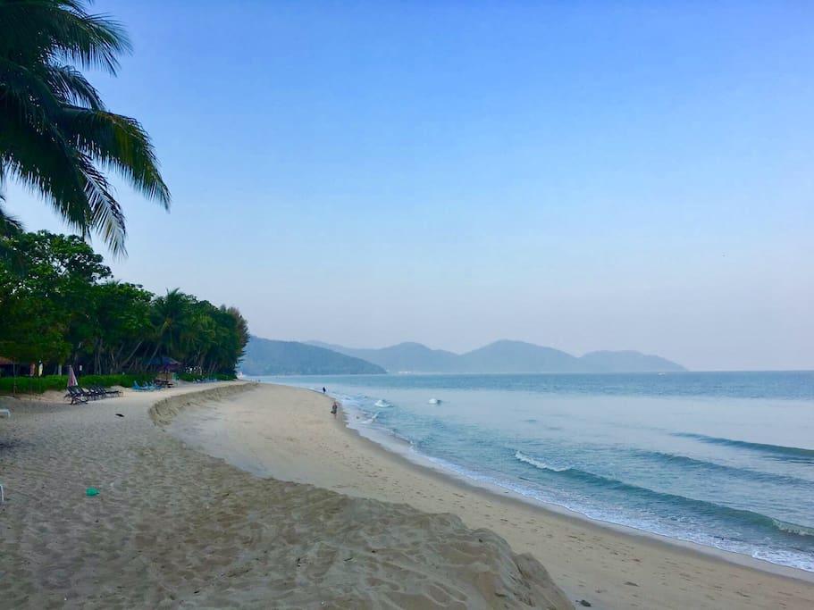 The Ferringhi sandy beach is only 2 min walk away...