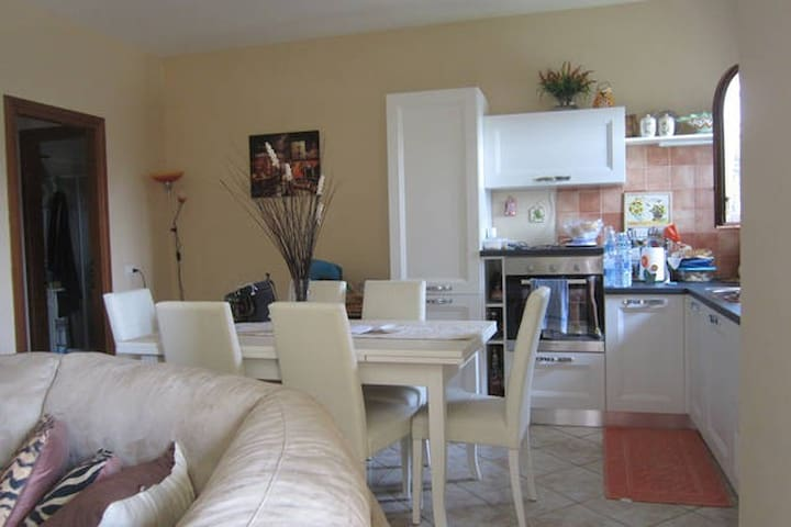 Spacious 2 bedrooms apartment with garden - Olbia - Lägenhet
