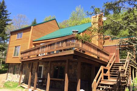 Luxury apartments houses villas in west virginia airbnb for Charlottesville cabin rentals hot tub