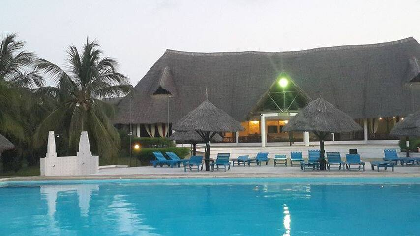 A beach house. White sandy beaches - Malindi - Villa