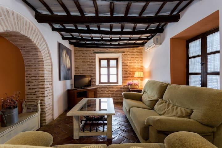 Casa el Pozo, con terraza y piscina - Écija - Huis