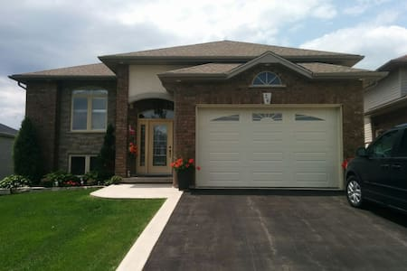Bright modern 2 bedroom - Port Colborne