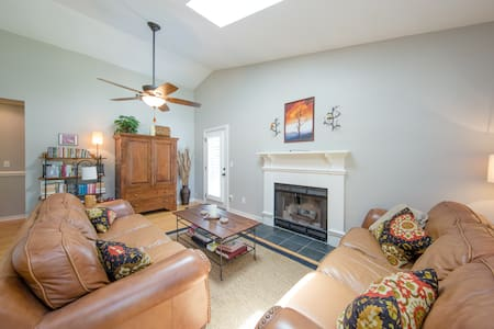 3BR/2BA home two minutes to beach.