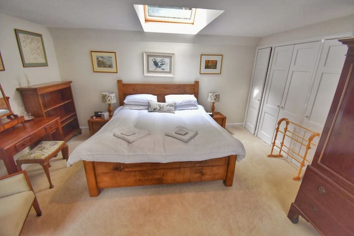 Super king bed in the bedroom