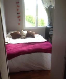 petite chambre cosy - Lampaul-guimiliau