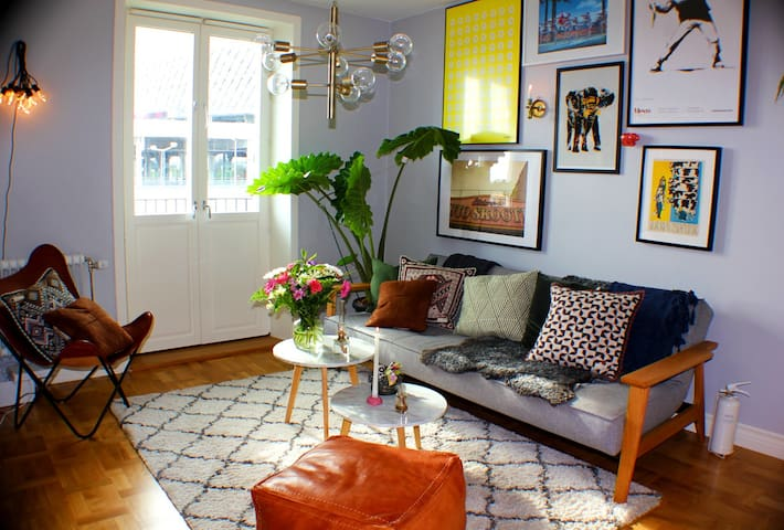 Big, bright and colorful apartment by TELE2ARENA