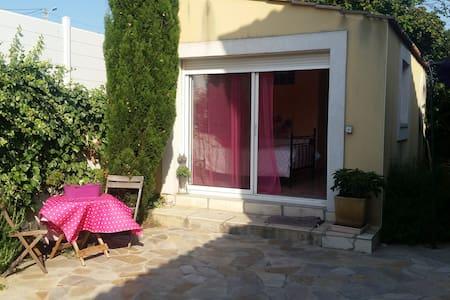 Studio indépendant dans villa. - Balaruc-les-Bains - House