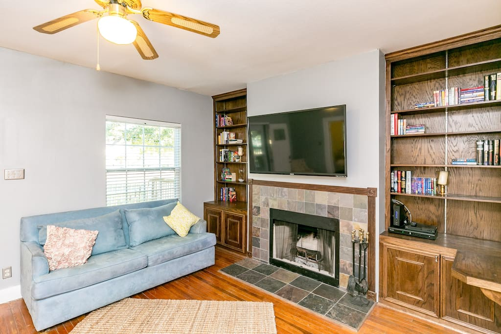 Living area with fireplace, 55 inch TV with cable and DVD, built-in book shelves, pull-out couch