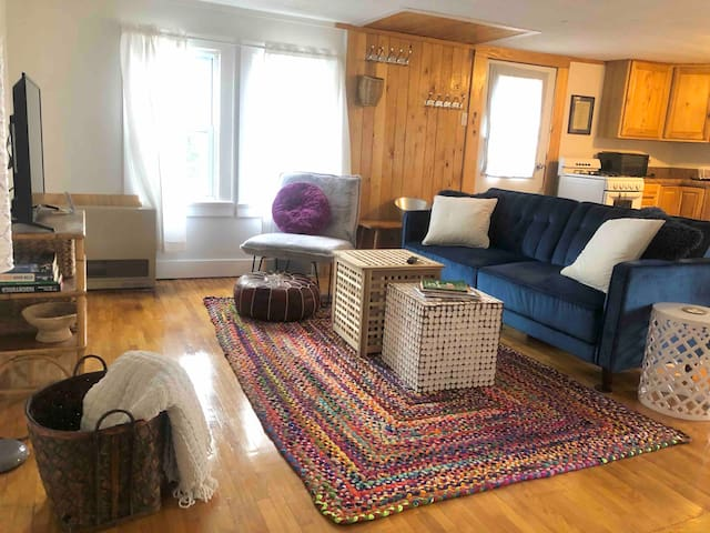 Sunny, Stowe 2 bdrm w/ Mtn View! close to all!
