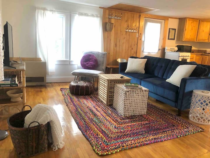 Sunny, Stowe 2 bdrm w/mtn view-close to mtn, town