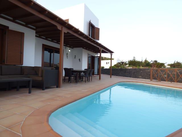 Villa con piscina privada y vistas - Nazaret - Hus