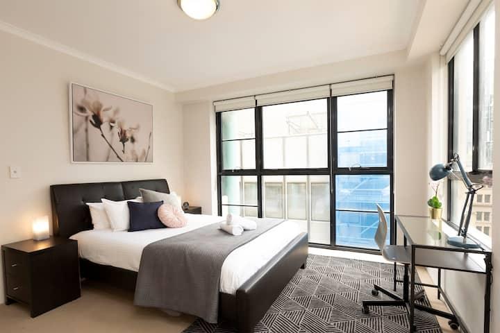 Inner City Resort living w/ Balcony & Rooftop Pool