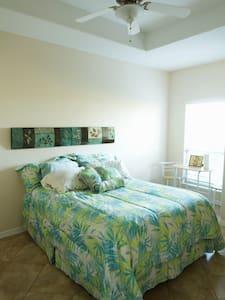 Private Room in Tropical Paradise - Laguna Vista