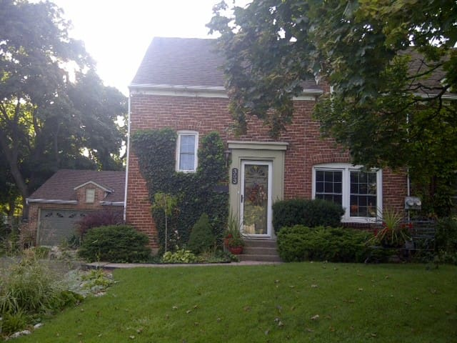 Small quaint cozy home - Sarnia
