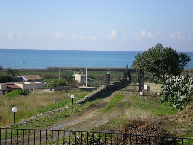 vista mare dall'ingresso del Casale