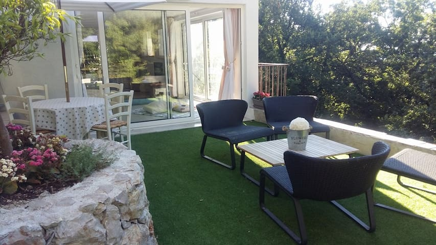 Grand studio dans la nature /Colline de Roquebrune