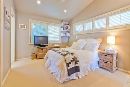 Newport Beach B&B - Great Room! - Newport - Bed & Breakfast