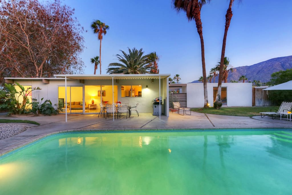 Mid century modern alexander home houses for rent in for New mid century modern homes palm springs